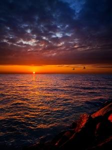 horizon blue cloud red sky water