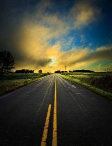 horizons road yellow lines