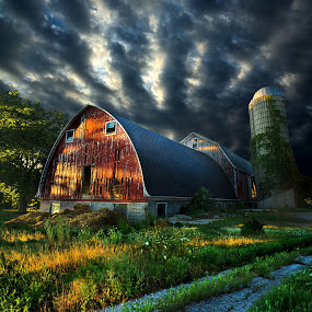 horizons barn and silo clouds